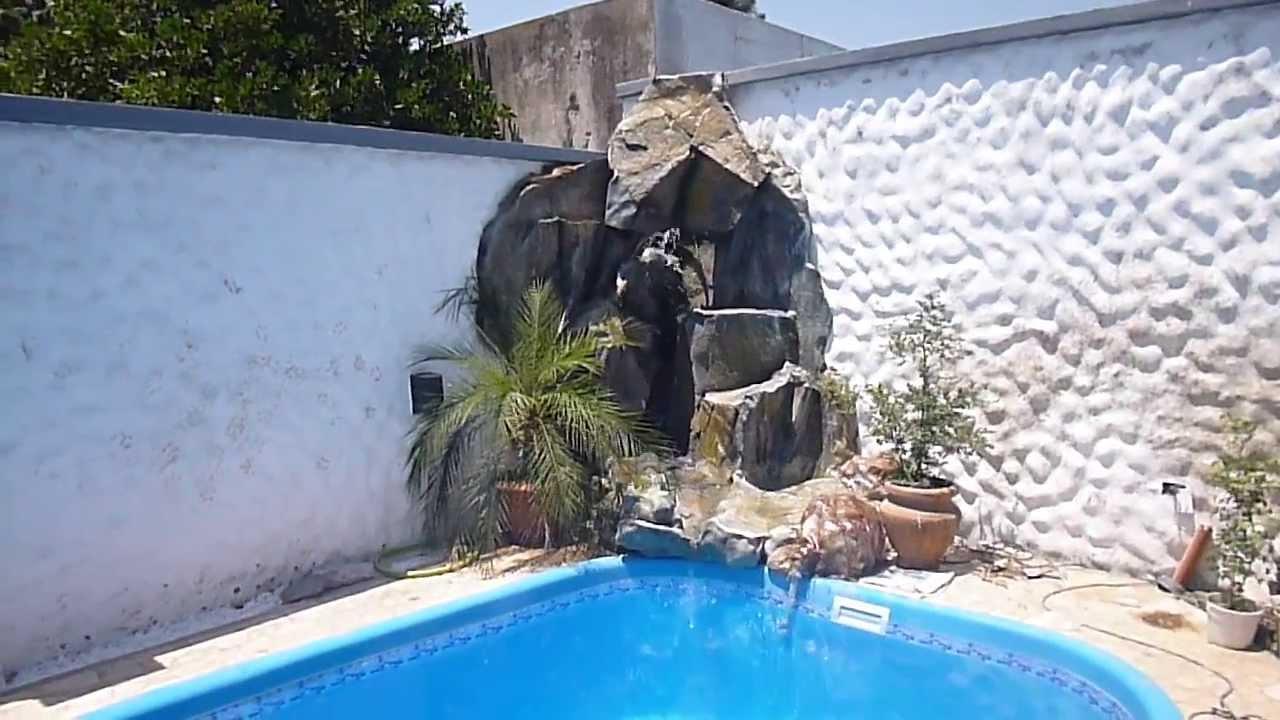 Cascada para esquina de rocas artificiales sobre pileta for Piedras artificiales para jardin