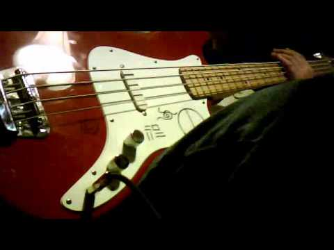 Squier Bronco Bass Review