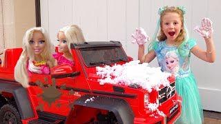 ستايسي وأبي يلعبان غسيل السيارات وتذهب ستايسي إلى حديقة الحيوانات مع دمية طفل
