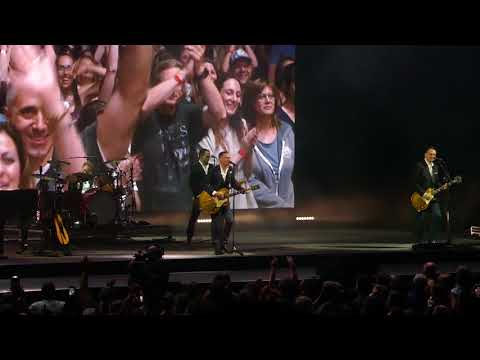 Bryan Adams - I Fought The Law. Calgary 09/06/18