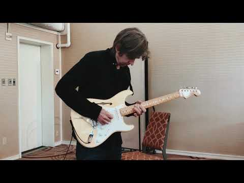 Up close with Eric Johnson and his Signature Stratocaster Thinline
