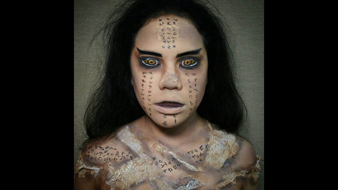 Mummy makeup