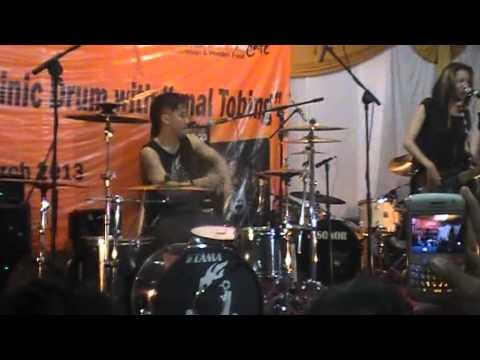 coaching clinic drum with ikmal tobing MUSE ( hysteria ) at TENAR MUSIC STUDIO  pamulang