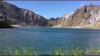 フィリピン ピナツボ火山の火口湖