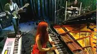Watch Tori Amos Roosterspur Bridge video