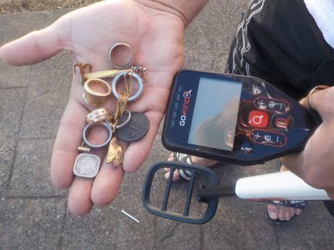 Minelab Go-find DOES WORK ! Metal Detector gold ring pre old coin beach