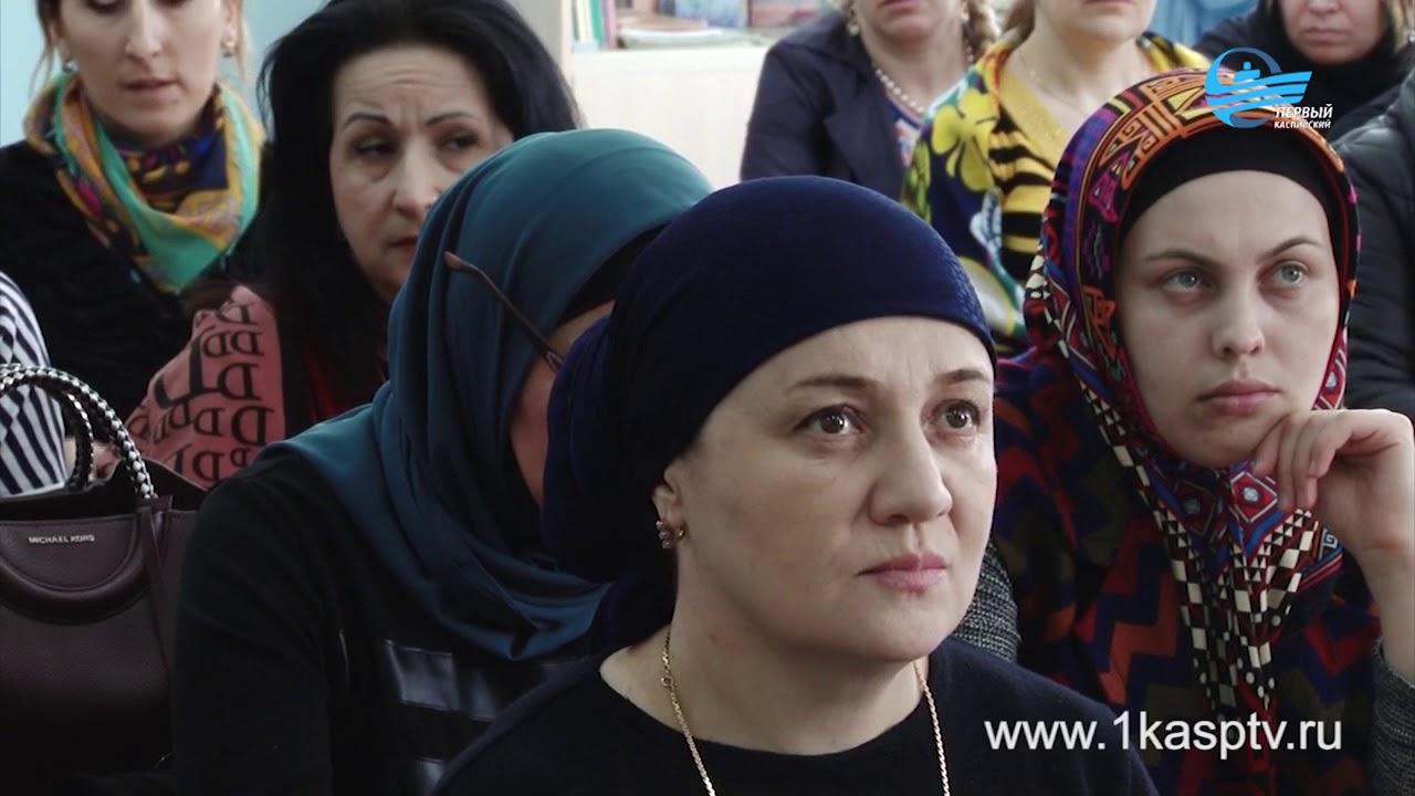Более 300 преподавателей со всех учебных заведений города приняли участие в методическом объединении в средней школе №9 г. Каспийска
