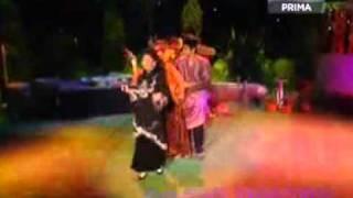 Cover images Retro - Azlina Azizi - Indahnya Beraya di Desa