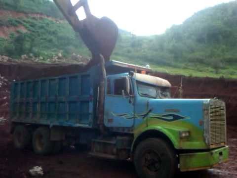 Tipper For Sale >> 1988 freightliner dump truck, 350 cummins.. approx 30 tonnes of bauxite.(Jamaica) - YouTube