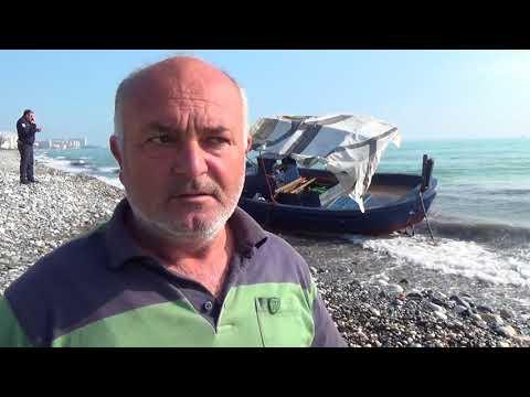 Alata Sahilinde Mülteci teknesi sahile vurdu