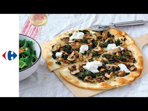 pizza-aux-champignons-forestiers,-thym,-chou-frisé-et-burrata