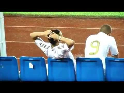 Mesut Ozil messing with Sami Khedira!