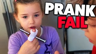 NAGEL IM FINGER! Halloween Prank geht schief! Lulu & Leon - Family and Fun