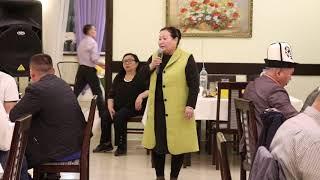 Смотреть видео Экс-президент Курманбек Бакиев Санкт-Петербургдагы кыргыздарга ооз ачуу өткөрдү онлайн