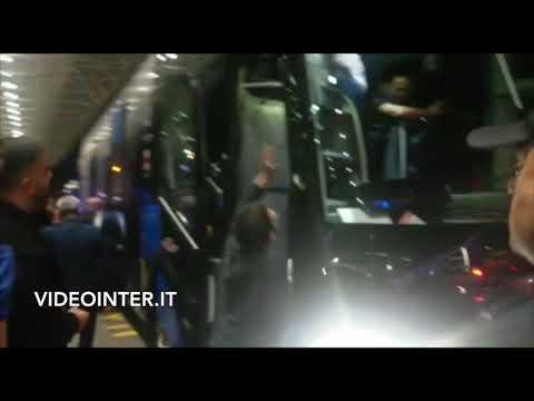 L'Inter è in Champions, festa in aeroporto a Roma