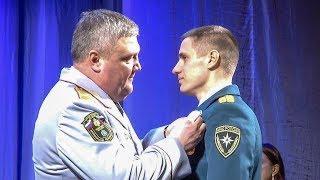 Сотрудникам МЧС вручили медали «За отвагу на пожаре»
