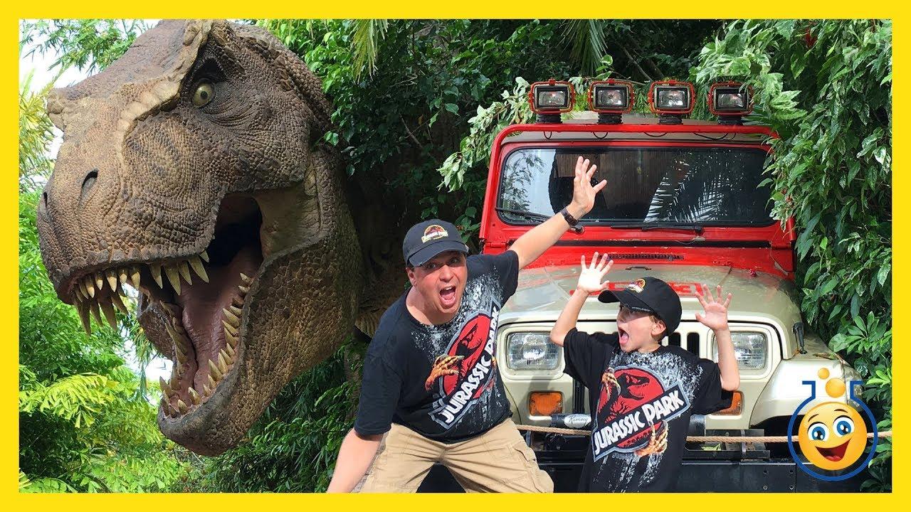 Jurassic Park T-Rex & Giant Life Size Dinosaurs! Islands of Adventure Universal Studios Family Video
