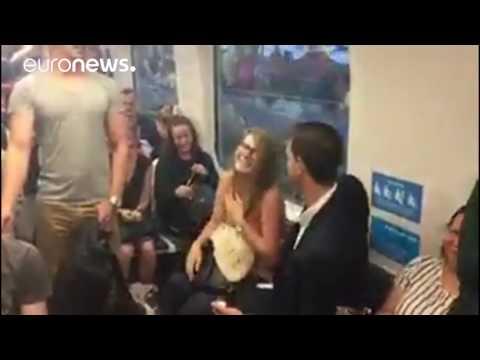 Australien: Mann macht Frau in der U-Bahn einen Heiratsantrag