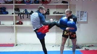 Тайский бокс Тренировки - Супер скорость ударов ногами(Бесплатные и проверенные 4 видео урока покажут как Освоить идеальную технику Муай Тай уже через 2 недели,..., 2013-12-09T05:46:52.000Z)