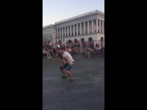 Уличное шоу на Крещатике Киев танцы