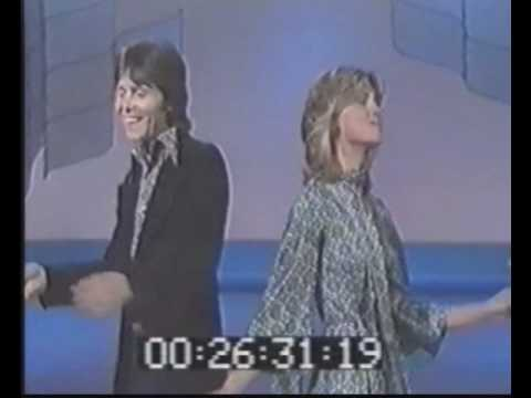 "Cliff Richard & Olivia Newton John   ""I'm Leaving It All Up To You"""