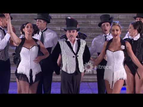 Aníbal Pachano abrió el Mar del Plata Moda Show con un increíble número de su espectáculo