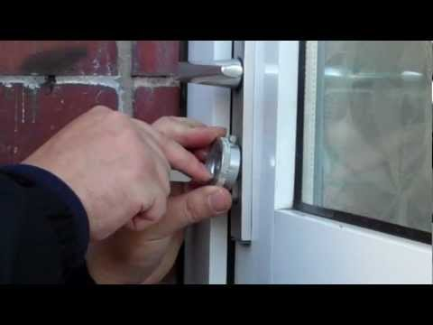 Взлом отмычками --   single pin picking a euro before a lock change.mp4 (picking a euro before fitting an avocet abs)