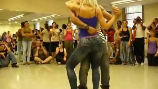 La sensualité à fleur de peau en dansant la Kizomba