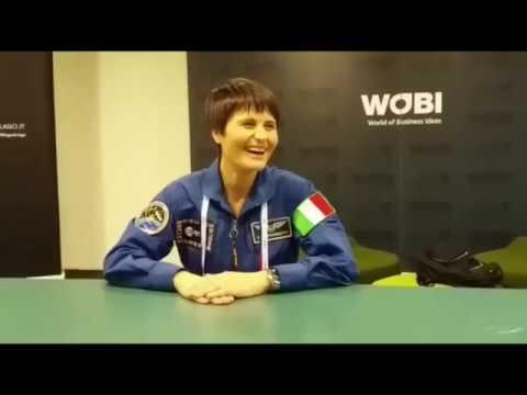 Samantha Cristoforetti: prima di Marte dobbiamo tornare sulla Luna