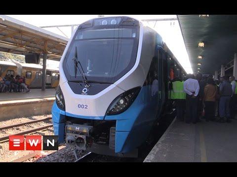 Transport minister unveils new fleet metrorail trains