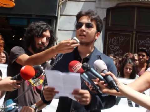 Karma eğitimin bittiği Beyoğlu Anadolu'da öğrenciler tepkili