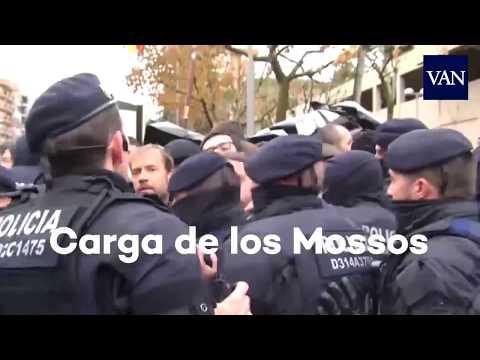 Cargas de los Mossos d'Esquadra en Lleida contra el traslado de obras de Sijena
