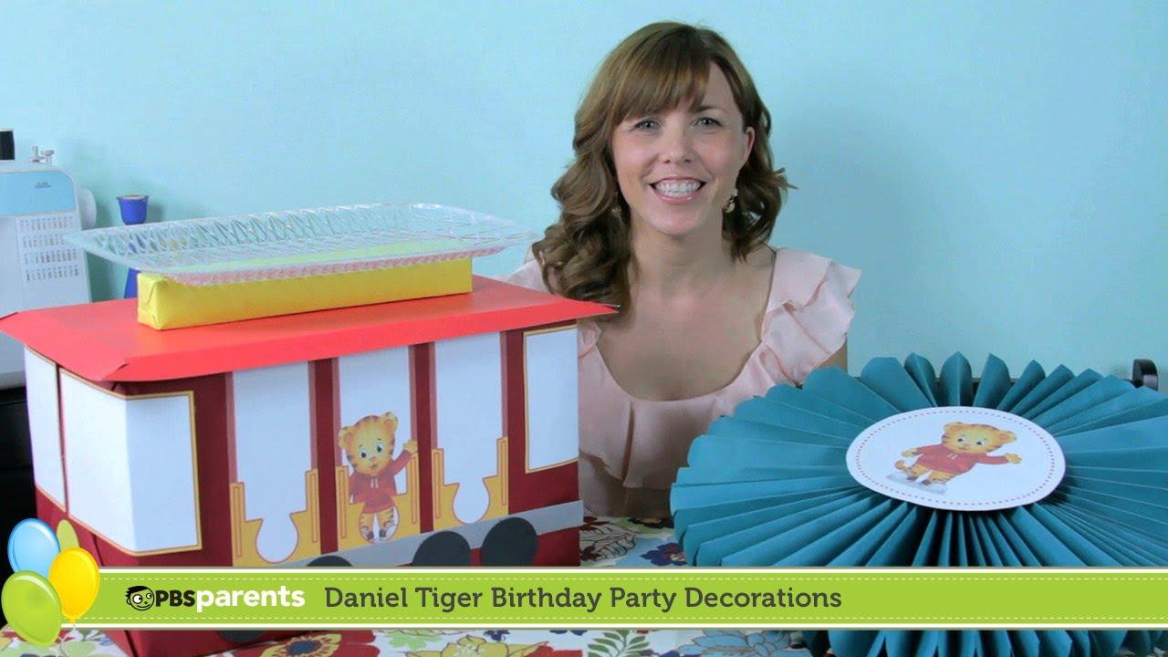 Tiger Cake Stand