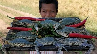 Delicious Cooking Sea Crab With Young Green Pepper / Eating Crab