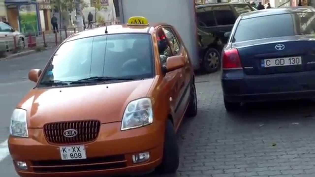 Am chemat poliția din cauza taxiurilor ilegale pe trotuar