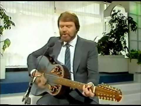 "Glen Campbell Sings ""Galveston"" (soft acoustic version)"