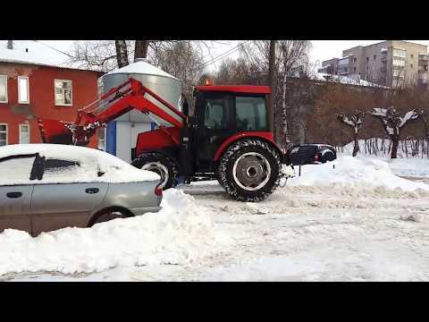 Уборка придомовой территории от снега на Короленко 19