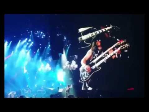 Guns N Roses open Japanese tour in Osaka Jan 21 2017, setlist/pics/video