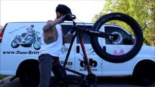How To Wheelie A Mountain Bike Bicycle On A Specialized Fatboy  MTB Specialized Fatboy 孤輪獨輪教學