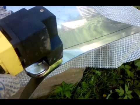 Резка жаростойкой нержавеющей стали толщиной 1 мм ножницами Калибр .