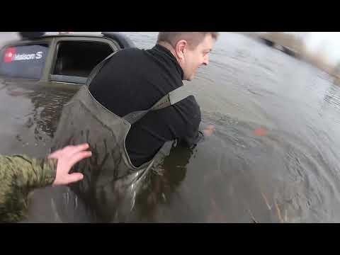 утопили машину, брод не покорился, Уаз выручил!