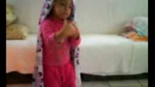Ana Layla Dançando a musica de caminhos da india