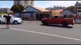 Toyota Hilux vs Ford Ranger tug of war