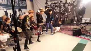 [엠넷더뮤직인터뷰] EXO의 으르렁 댄스 배우기