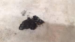 Горит лампочка аккумулятора при нажатие на газ тухнет,что делать.
