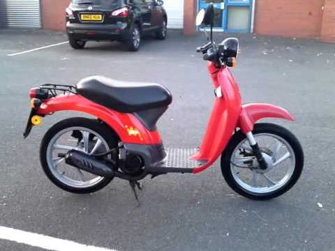 1997 honda sgx50 50 sky moped scooter vvgc sh tax mot youtube. Black Bedroom Furniture Sets. Home Design Ideas