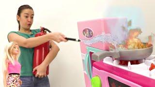 Барби устроила пожар на кухне. Видео для девочек про куклы