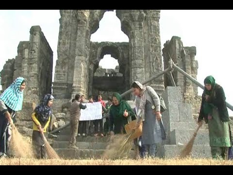 Kashmir students clean up world famous Martand Sun temple