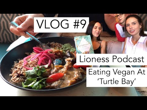 VLOG #9 EATING VEGAN AT 'TURTLE BAY' UK