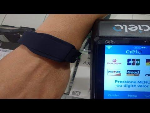 Pagamento com a pulseira Trigg Visa em menos de um minuto
